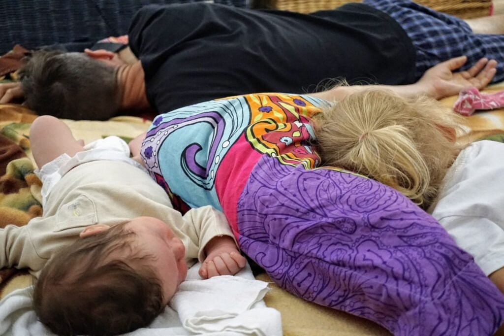 Jak se spí rodičům s dětmi při společném spaní.
