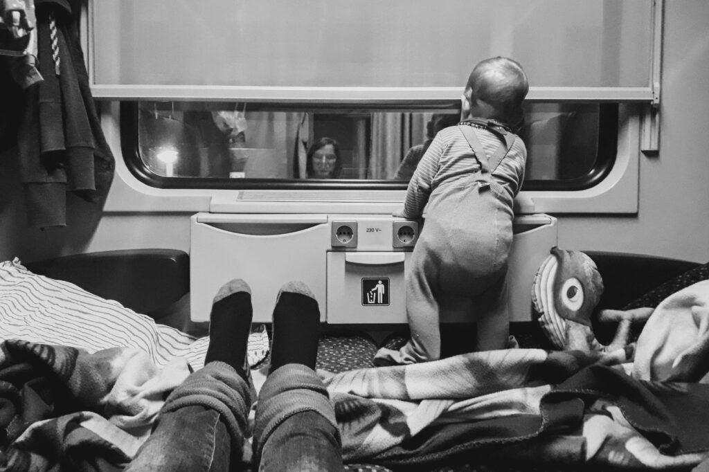 Cestovat nočním lůžkovým vlakem mohou i miminka.