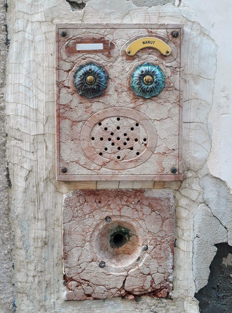 V Benátkách mají pozoruhodné zvonky.