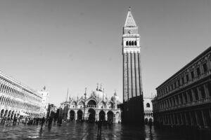Zvonice svatého Marka je jednou z dominant náměstí svatého Marka.