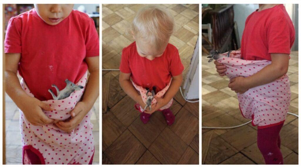 I děti rády nosí své hračky v nosítku.