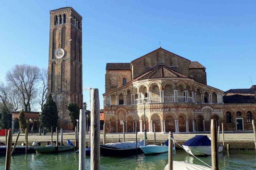 V Benátkách na ostrově Murano zajděte na basilicu dei Santi Maria e Donato.