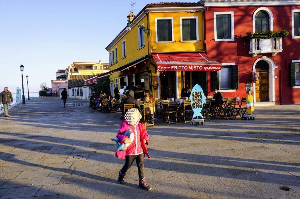 V Benátkách na ostrovech doporučuji zajít na kávičku a nasát místní atmosféru.