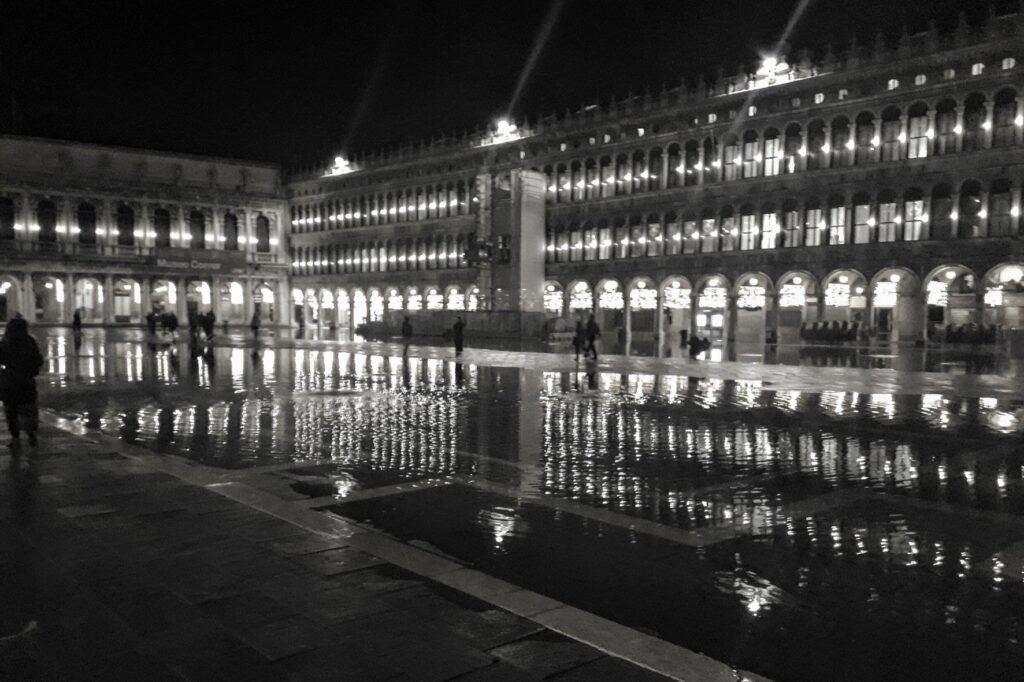 I náměstí svatého Marka je v zimě zatopené.