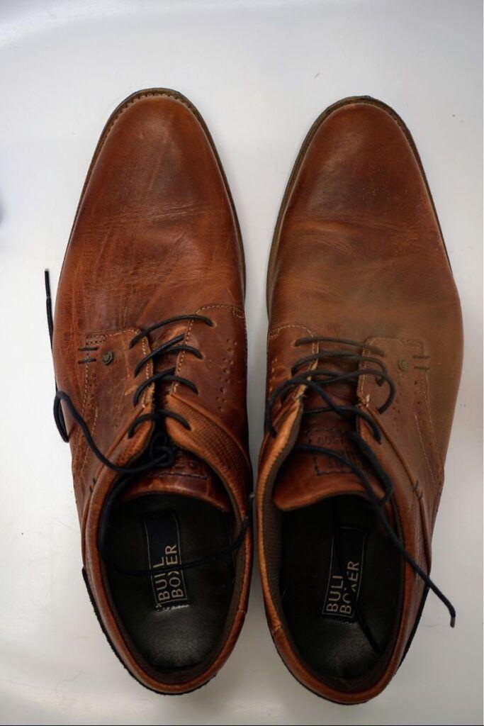 Konvenční boty nemají dostatečný prostor pro prsty, špička se zužuje.