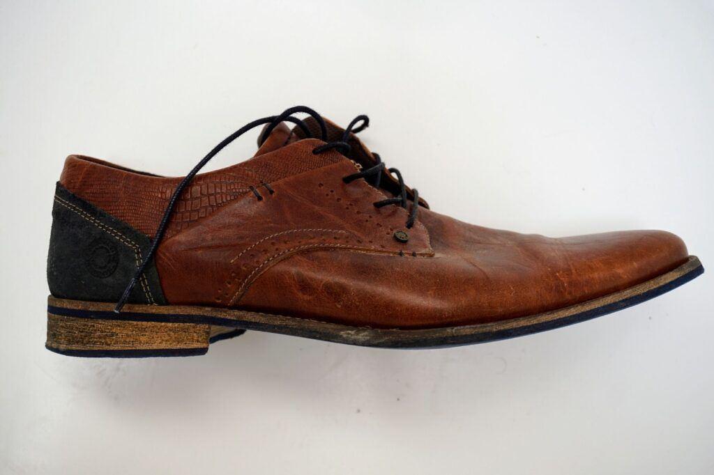 """Konvenční boty nejsou ohebné, většinou jsou jen """"zlomit"""" v půlce."""