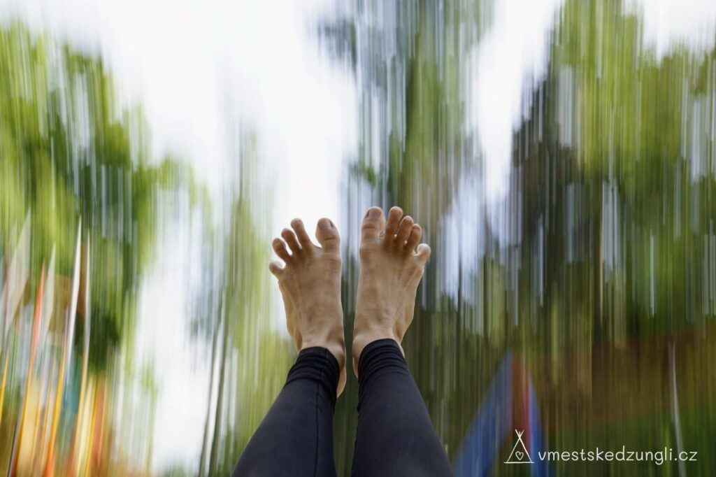 Prsty na nohou mají mít možnost se roztáhnout do vějířku pro jejich opěrnou funkci.