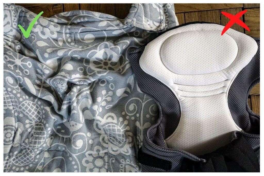 Zádová opěrka u správného nosítka je měkká a tenká. Nesmí být žádné tvrdé a vystužené materiály.