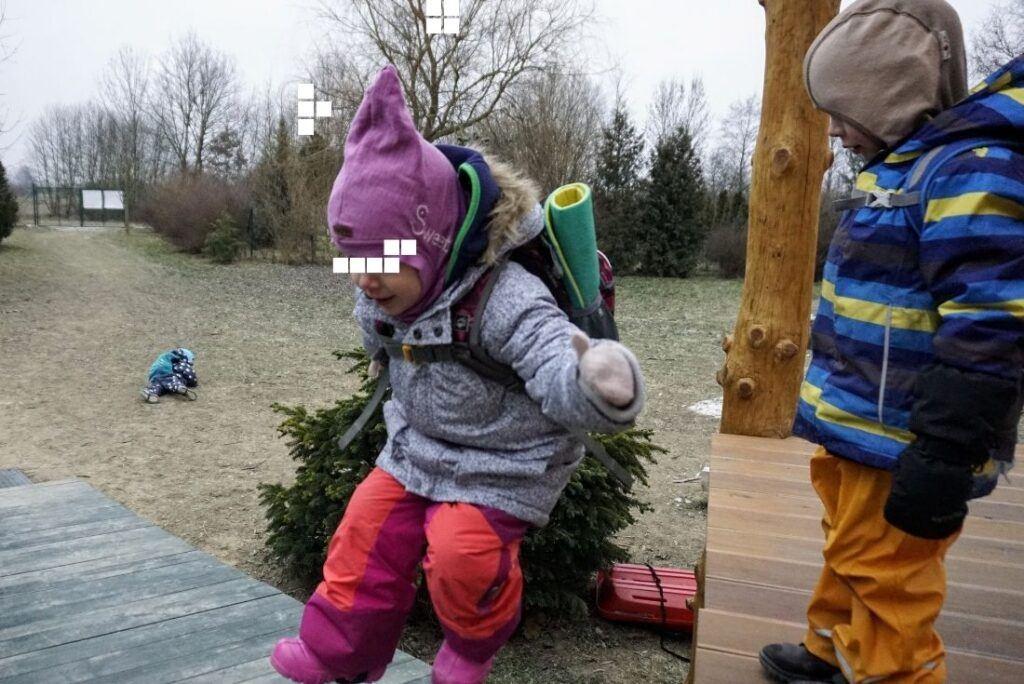 V zimě je ideální pro děti kukla na hlavu