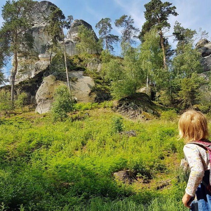 I v Hrubých a Prachovských skálách se dá s malými dětmi