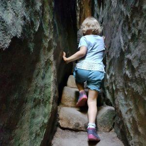 S dětmi se dá bez problému do Prachovských skal